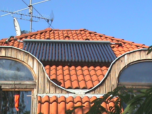 Vákuumcsöves napkollektorok a tetőn