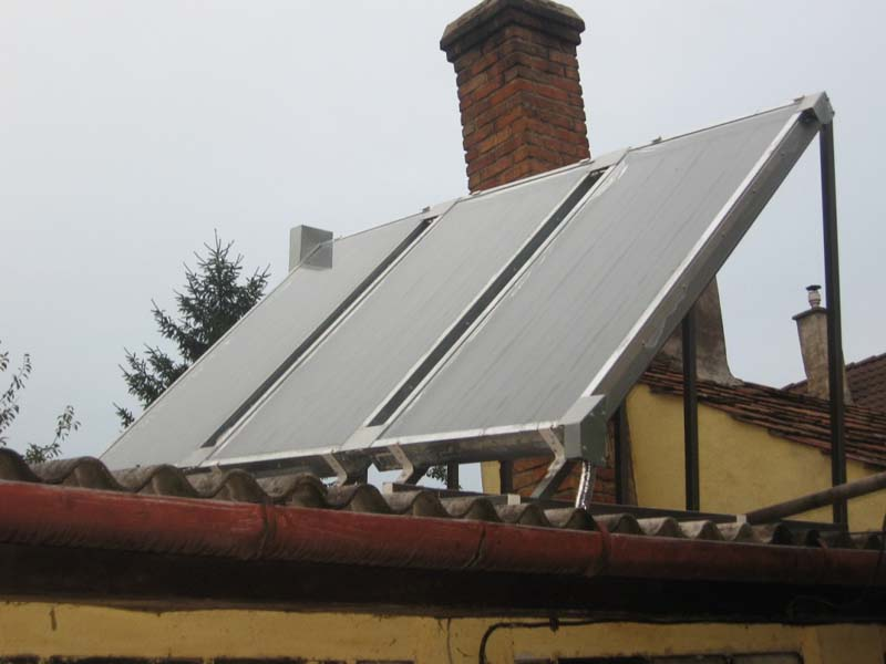 Szerencsére a tető is pont keresztben áll