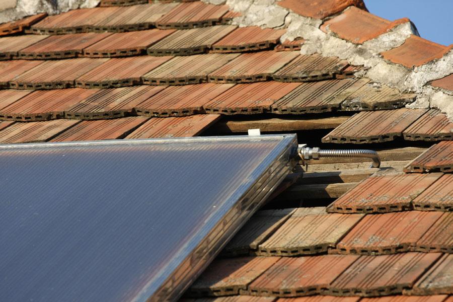 A napkollektor felső bekötése inox csővel
