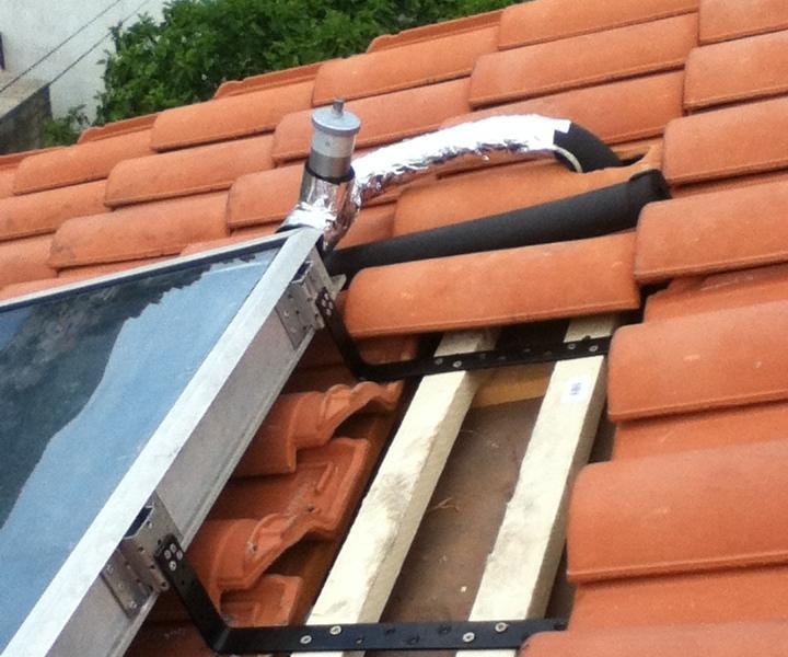 A tetőtartó kis kiegészítéssel ehhez a napkollektorhoz is használható