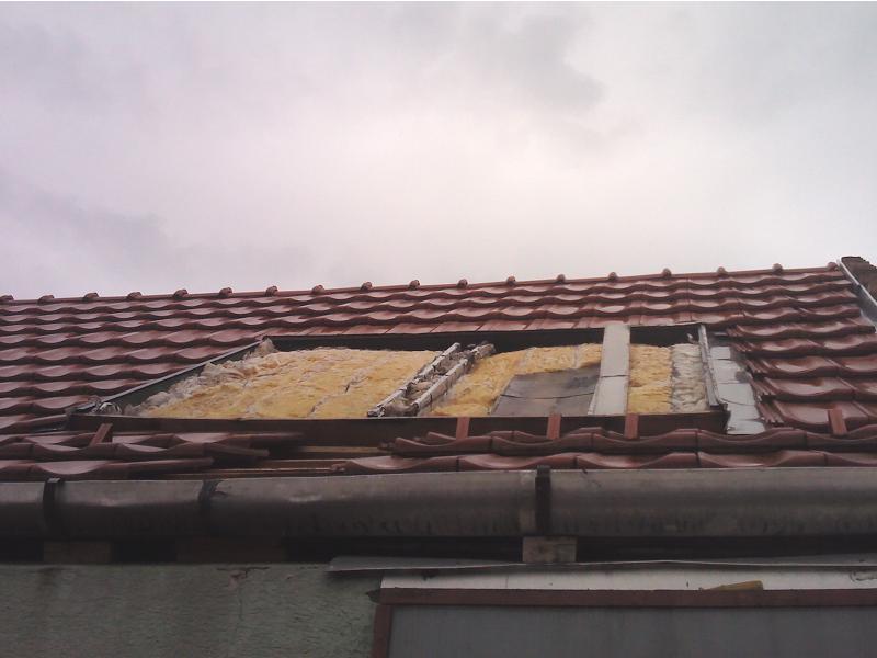 a tető romokban