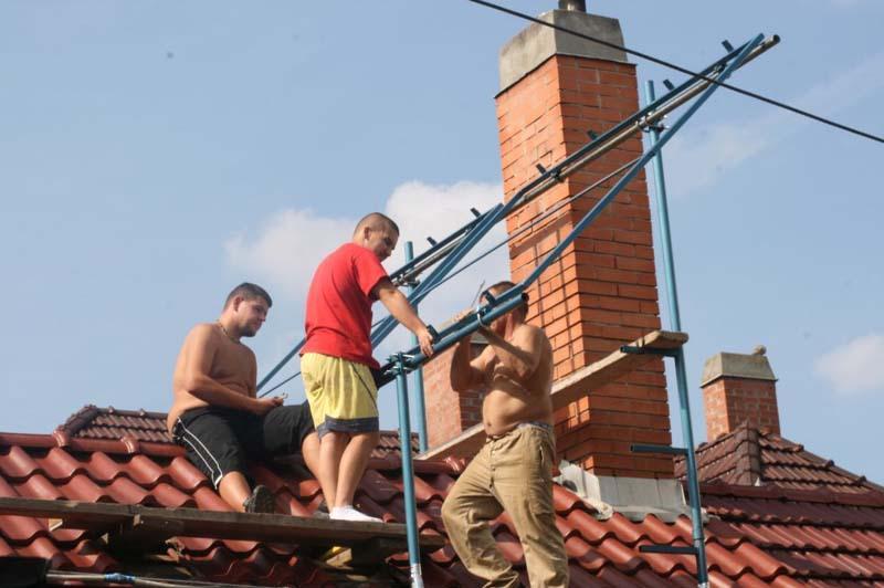 Tartószerkezet a tetősíkra merőlegesen