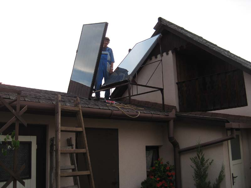 A tető pont keresztben áll
